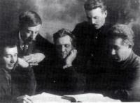 В.В. Кураев с группой пензенских большевиков