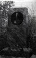 Памятник И.С. Платону в Земетчине