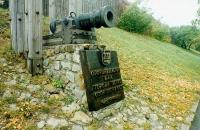Памятник первопоселенцу. Пушка и вечевой колокол